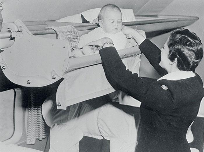 bebes-pendurados-aviao (2)