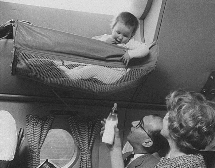 bebes-pendurados-aviao (3)