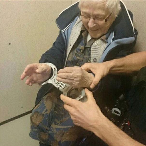 annie-presa-idosa (1)