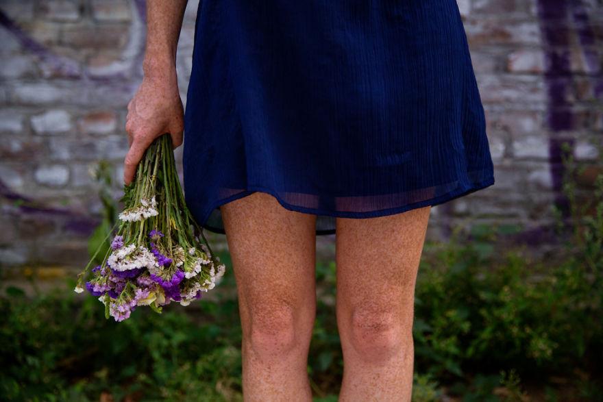 As pernas de uma linda ruiva em Budapeste, capial da Hungria