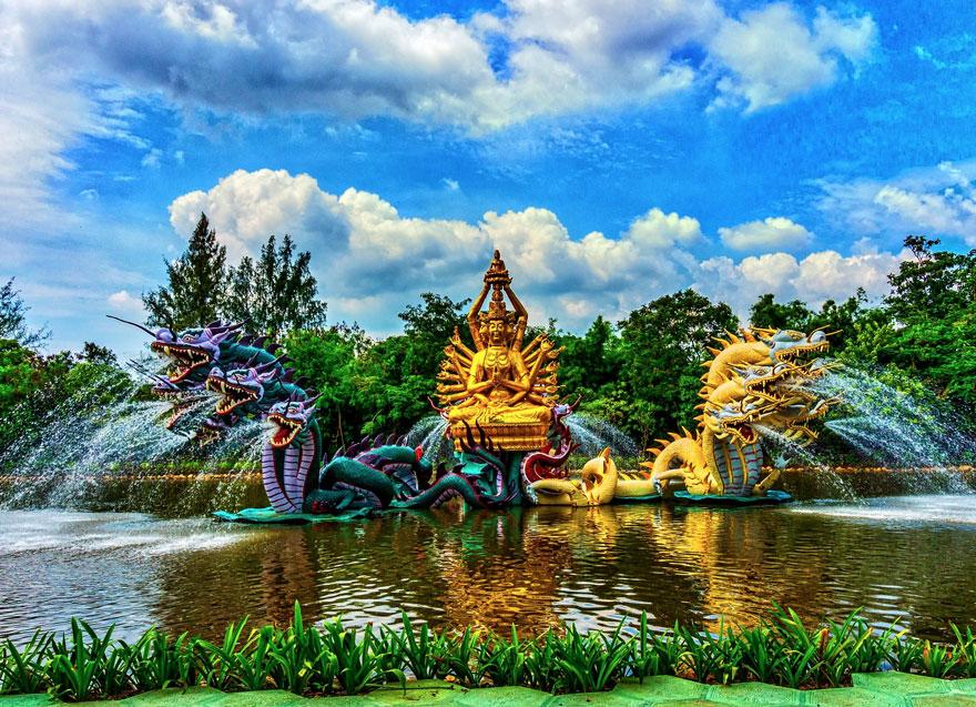 Fonte Bodhisattva Avalokiteshvara em Ancient City, na Tailândia