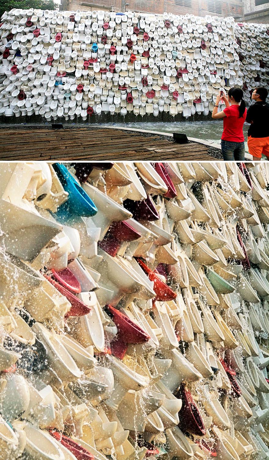 Cascata de Vasos Sanitários em Foshan, na China