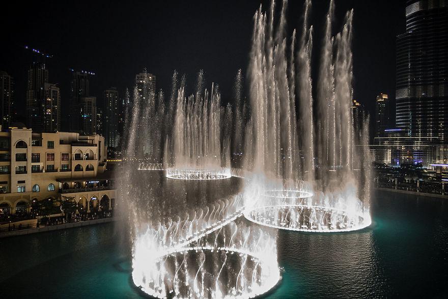 A Fonte de Dubai, nos Emirados Árabes