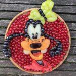 personagens-da-disney-criados-em-pratos-de-frutas (13)