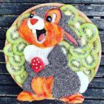 personagens-da-disney-criados-em-pratos-de-frutas (35)