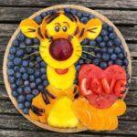 personagens-da-disney-criados-em-pratos-de-frutas (7)